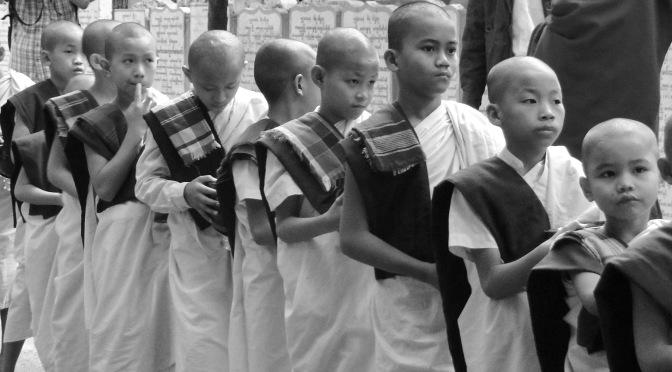 Birmanie: au pays des mille pagodes.