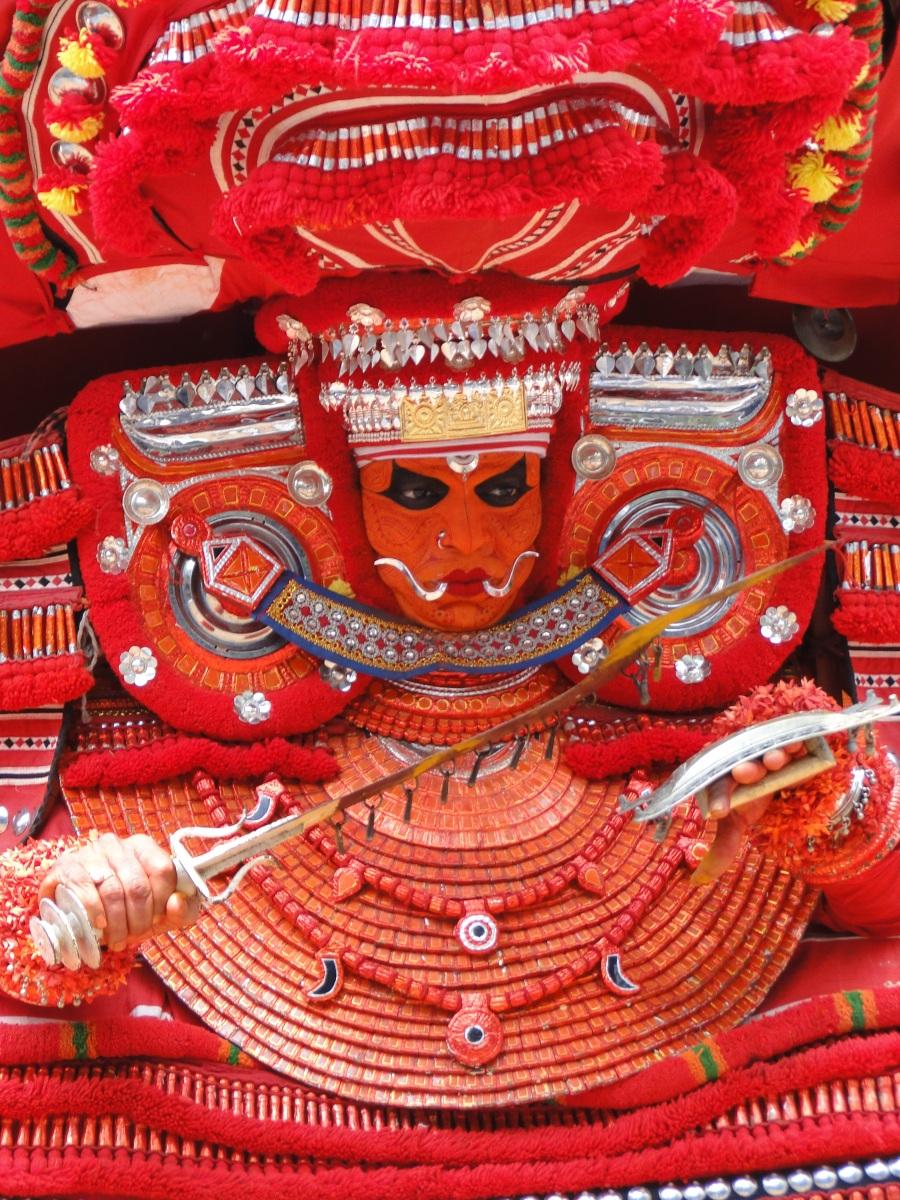 Le rituel du Theyyam.