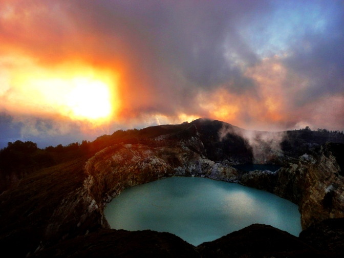 Le volcan Kelimutu.
